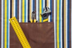 Prac narzędzia na kolorowym tle Fotografia Stock