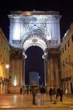 Praca font la porte de Comercio pendant la nuit image stock