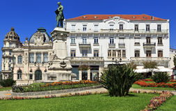 Praca gör Comercio, popilar fyrkant i Coimbra, Portugal Royaltyfria Bilder
