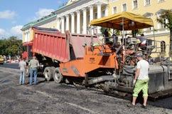 Praca na kłaść asfalt Zdjęcie Stock