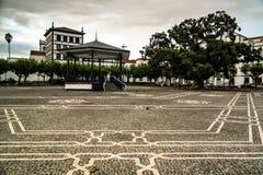 Praca 5 Outubro fyrkant av Ponta Delgada och Igreja de Sao Jose, Sao Miguel, Azores, Portugal arkivbild