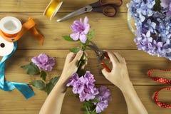 Praca stół kwiaciarni kobieta Zdjęcie Stock