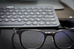 Praca teren z klawiatury i oka szkłami Fotografia Stock