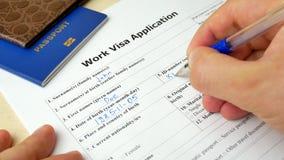 Praca wniosku wizowego forma z paszportem i piórem zdjęcie wideo