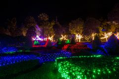 Prachinburi, Thailand-January11,2018: LEIDEN Licht omhoog in Franse Tuin bij Dasada-Galerij Stock Foto's