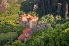 Prachtig de lentelandschap Orthodox Klooster van Rousanou St Barbara stock foto's
