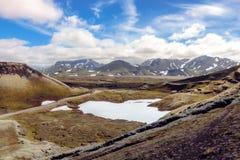 Prachtig Ijslands landschap met bergen, hemel en wolken Fjallabaknatuurreservaat Royalty-vrije Stock Afbeeldingen