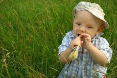 Prachtig kind met een borstel voor het schilderen royalty-vrije stock afbeeldingen