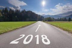 Prachtig landschap met weg naar 2018 Stock Afbeelding