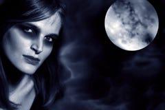 Prachtig mistic vrouwen in maanlicht royalty-vrije stock afbeelding
