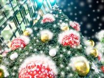 Prachtig verfraaide Kerstboom Royalty-vrije Stock Afbeeldingen