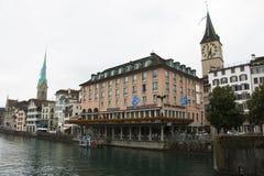 Prachtige avondbank van de Rivier van Zürich royalty-vrije stock afbeeldingen
