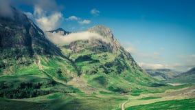 Prachtige dageraad over de bergen in Glencoe in Schotland stock fotografie