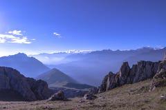 Prachtige de zonsopganglichten van de Earluochtend in de bergen Royalty-vrije Stock Afbeelding