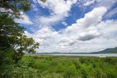 Prachtige die meningen van Lam Takhong-reservoir van het Park van Thao Suranari, Verbod Nong Sarai, Pak Chong, Nakhon Ratchasima, Royalty-vrije Stock Afbeeldingen
