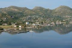 Prachtige haven en jachthavenzeilboot Royalty-vrije Stock Foto