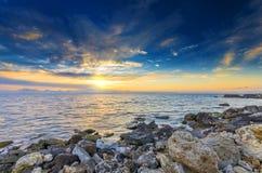 Prachtige heldere zonsondergang Royalty-vrije Stock Afbeeldingen