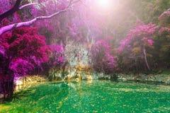 Prachtige kraterlagune in Thailand, lom pu keaw lagune lampang Royalty-vrije Stock Foto