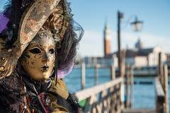 Het gouden Venetiaanse Masker van Carnaval Stock Fotografie