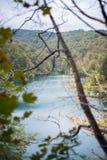 Prachtige meer en heuvels in Plitvice stock afbeelding