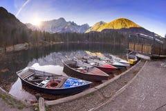 Prachtige ochtend van het meer Fusine royalty-vrije stock afbeelding