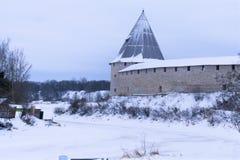 Prachtige oude vesting in Rusland in de winter en de mening van de Volkhov-Rivier stock foto