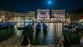 Prachtige Palazzo Balbi die Grand Canal in de nacht van Venetië overzien timelapse stock footage
