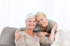 Prachtige verpleegster en haar rijpe patiënt Royalty-vrije Stock Afbeeldingen