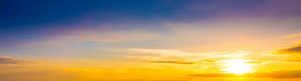 Prachtige zonsondergang als achtergrond Stock Foto