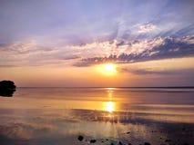 Prachtige zonsondergang over de Dnieper-Rivier stock foto