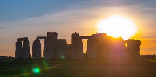 Prachtige zonsondergang over Stonehenge Engeland stock fotografie