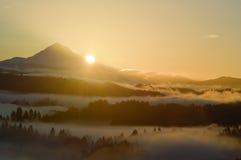 Prachtvolle Mt.-Haube bei Sonnenaufgang Stockfoto
