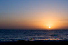 Prachtvoller abgeschlossener Sonnenaufgang über Ozean Lizenzfreies Stockfoto