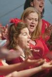Prachtvoller Chor singen die Phasen Ausführung im Chor lizenzfreies stockfoto