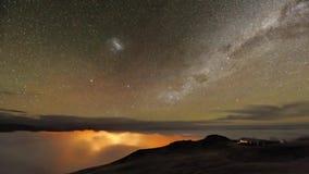 Prachtvoller stabiler langer Belichtungsschuß der Zeitspanne des Nordlichtnächtlichen himmels mit langsamem hellem Sternmeteorsch stock video footage