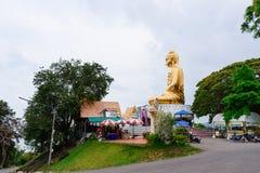 Prachuap Khiri Khan, Tailândia - abril, 18, 2017: Um Buddh dourado Foto de Stock Royalty Free