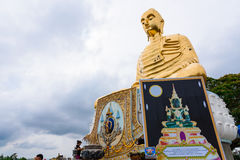 Prachuap Khiri Khan, Thailand - April, 18, 2017: Een gouden Buddh Royalty-vrije Stock Foto