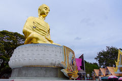 Prachuap Khiri Khan, Thailand - April, 18, 2017: Een gouden Buddh Royalty-vrije Stock Afbeeldingen