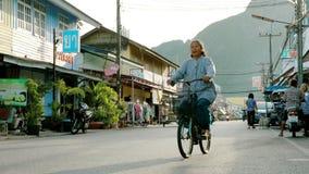 Prachuap Khiri Khan Thailand - June3,2019: la opinión de la calle y la vida nacional del klong advierten el distrito en la provin metrajes