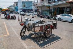 PRACHUP KHIRI KHAN, ТАИЛАНД - 12-ОЕ ФЕВРАЛЯ: Tra мотоцикла бортовое Стоковая Фотография