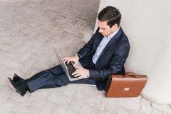 Pracować na laptopie Zdjęcie Royalty Free