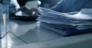 Pracować w biurze z dokumentami i komputerem Biurowy tło zbiory wideo