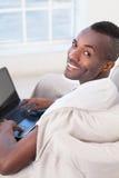 Pracować na laptopie. Fotografia Royalty Free