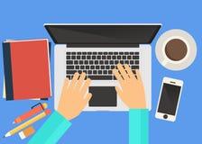 Pracować przed laptopem Obrazy Stock