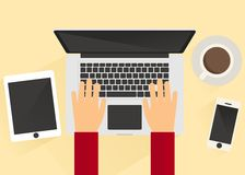 Pracować przed laptopem 2 Fotografia Royalty Free