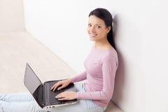 Pracować przy komputerem. Zdjęcie Stock