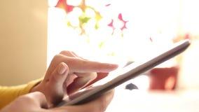 Pracować szybko na cyfrowej pastylce - timelapse zbiory wideo