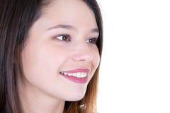 Pracowniana fotografia zamknięta w górę twarz portreta dziewczyny odizolowywającej na białej tła i kopii przestrzeni obrazy stock