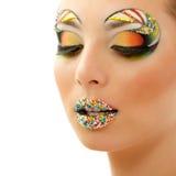 Pracowniany piękno portret atrakcyjna kobieta z pięknym cukierkiem Obrazy Stock