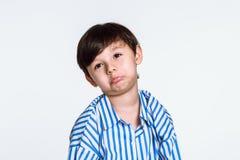 Pracowniany portret chłopiec która rozczarowywa ponieważ no dostaje co chce zdjęcie royalty free